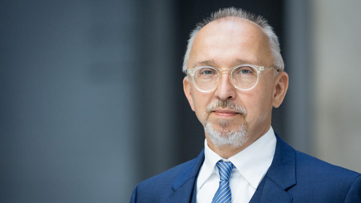 Johannes Behrens-Türk – Head of Sustainability Management at Deka Bank